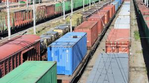 В чем преимущество грузовых контейнерных перевозок?