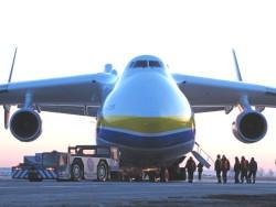 Дозаправка грузового самолета в транзитном аэропорту