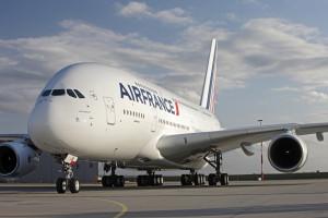 Авиалайнеру авиакомпании «Air France» пришлось совершить экстренную посадку в аэропорту Канады